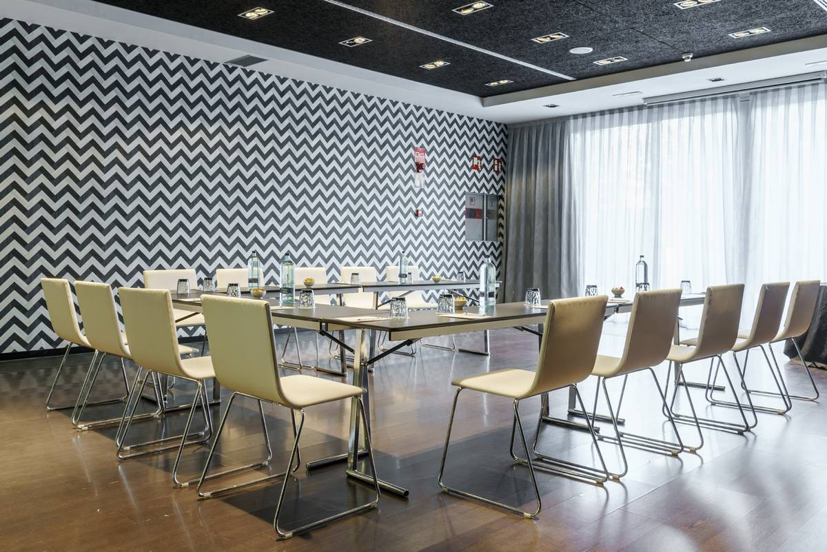 Meeting room hotel ilunion atrium madrid